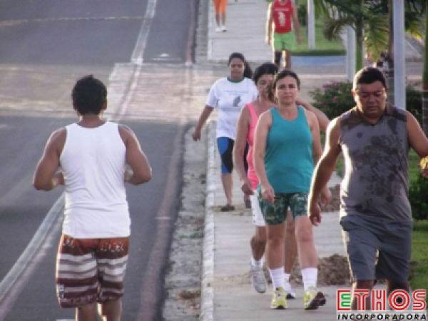 Faça caminhada diariamente por 30 minutos e reduza risco cardíaco em até 30%